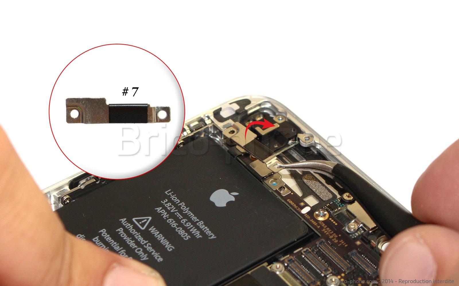 Etape 12 : Retirer la plaquette de protection du cache WiFi
