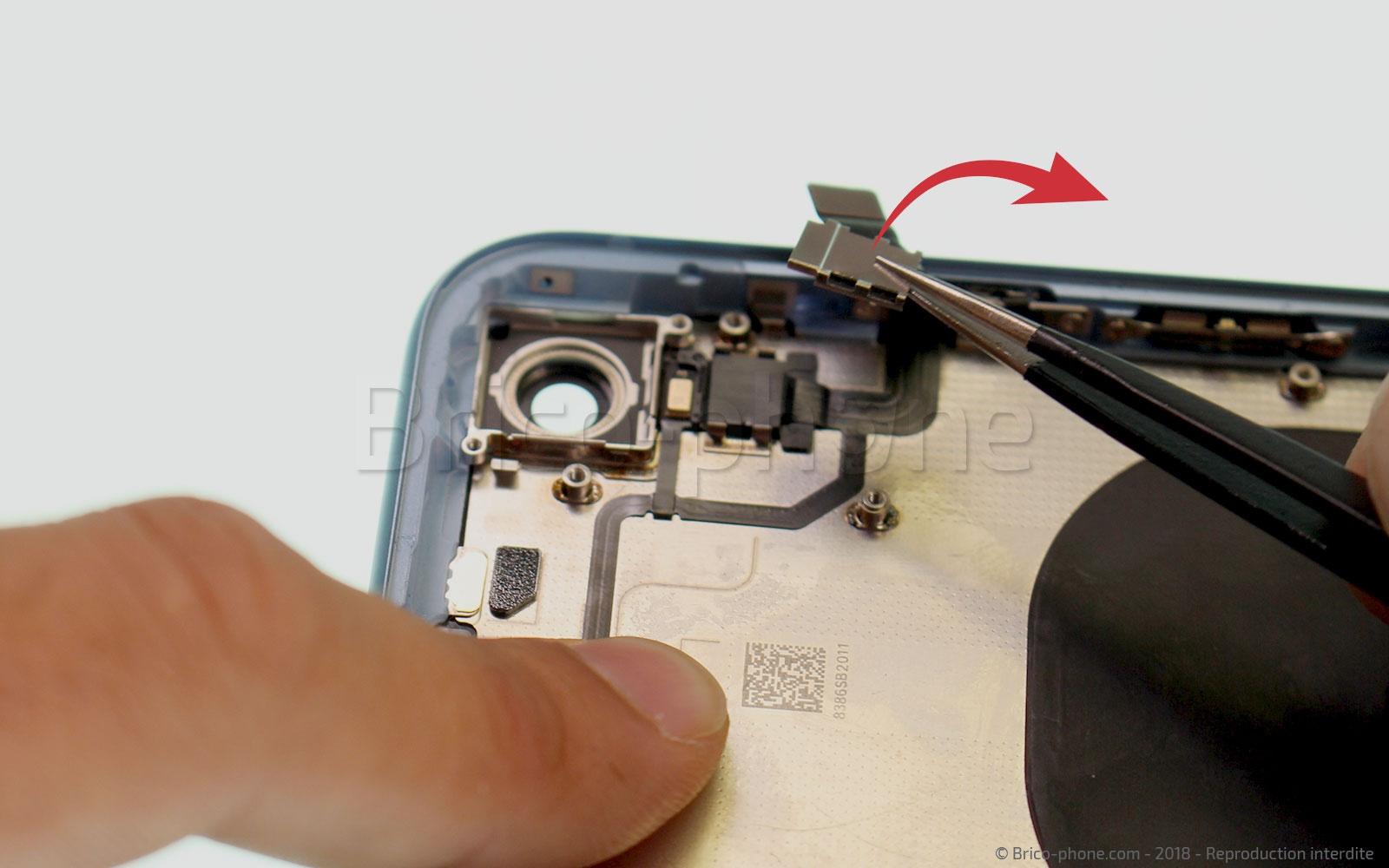 Etape 32 : Retirer le cache du micro et du flash
