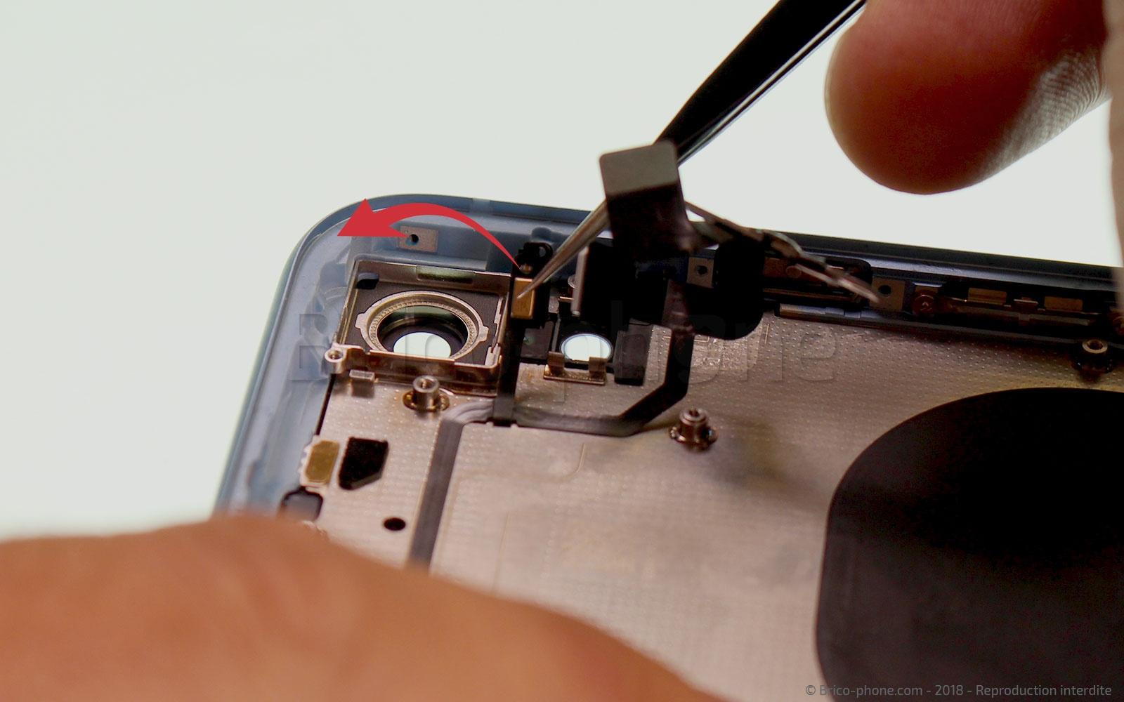Etape 34 : Dégager le micro et flash