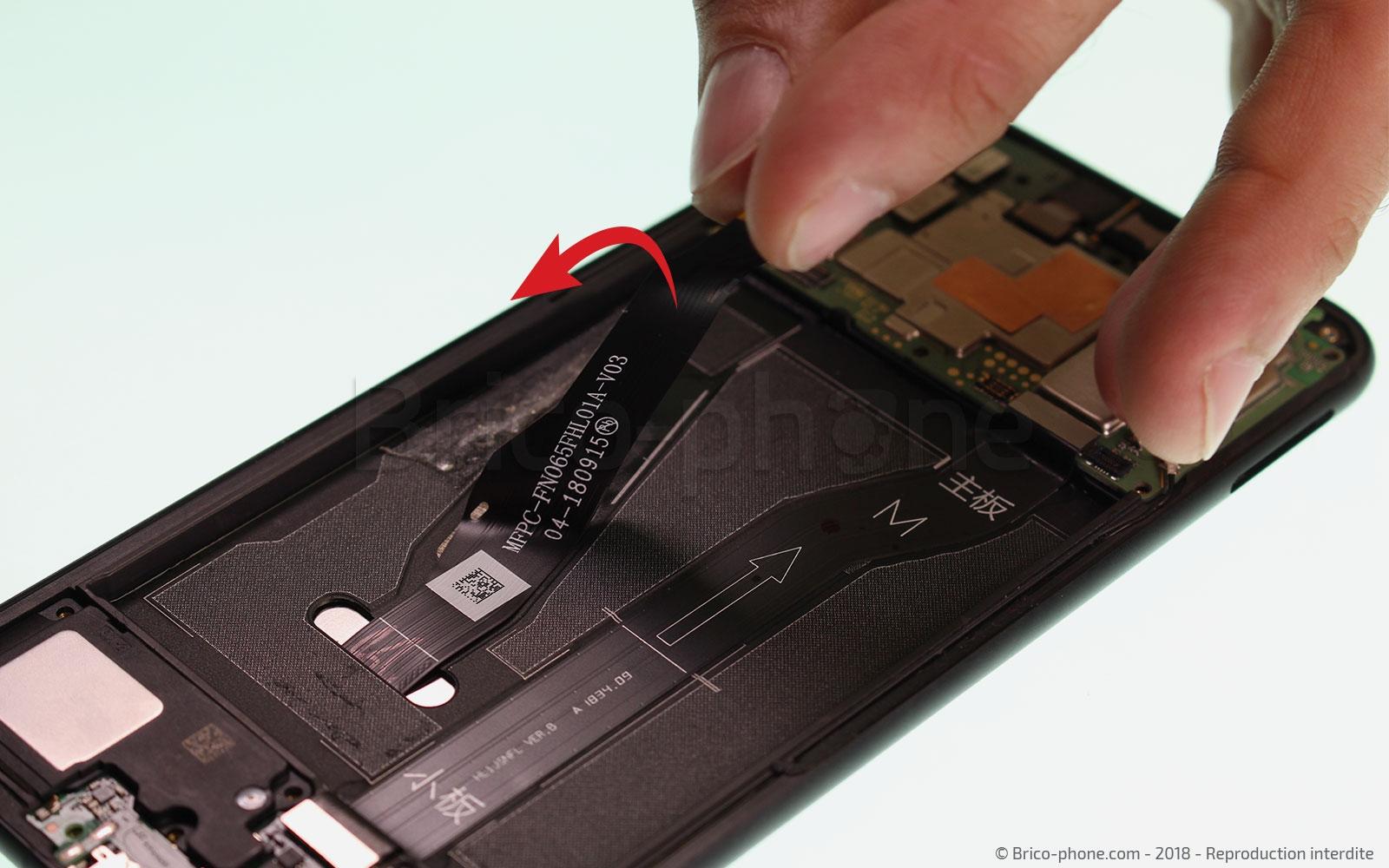 Etape 10 : Libérer la nappe de l'écran