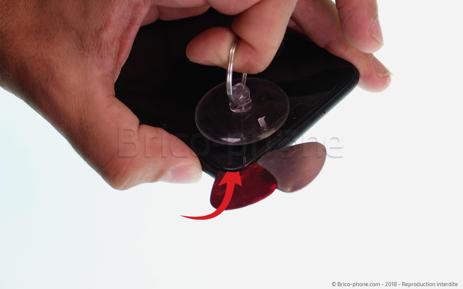 Etape 12 : Décoller l'écran LCD