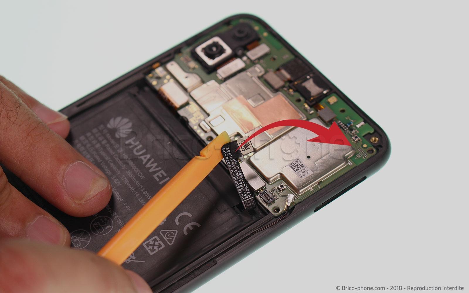 Etape 5 : Déconnecter la batterie  et la nappe du lecteur d'empreinte
