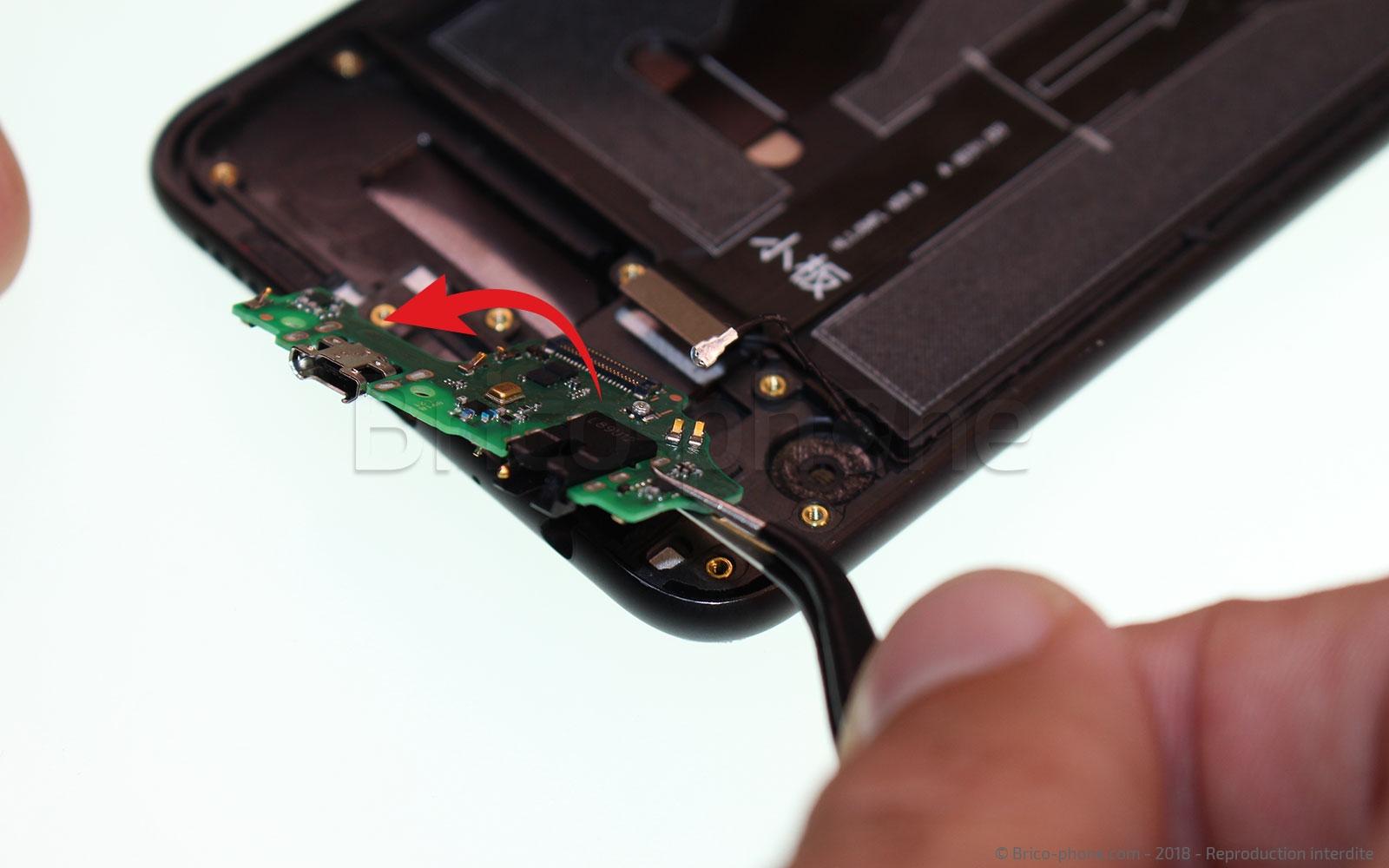 Etape 9 : Retirer le connecteur de charge