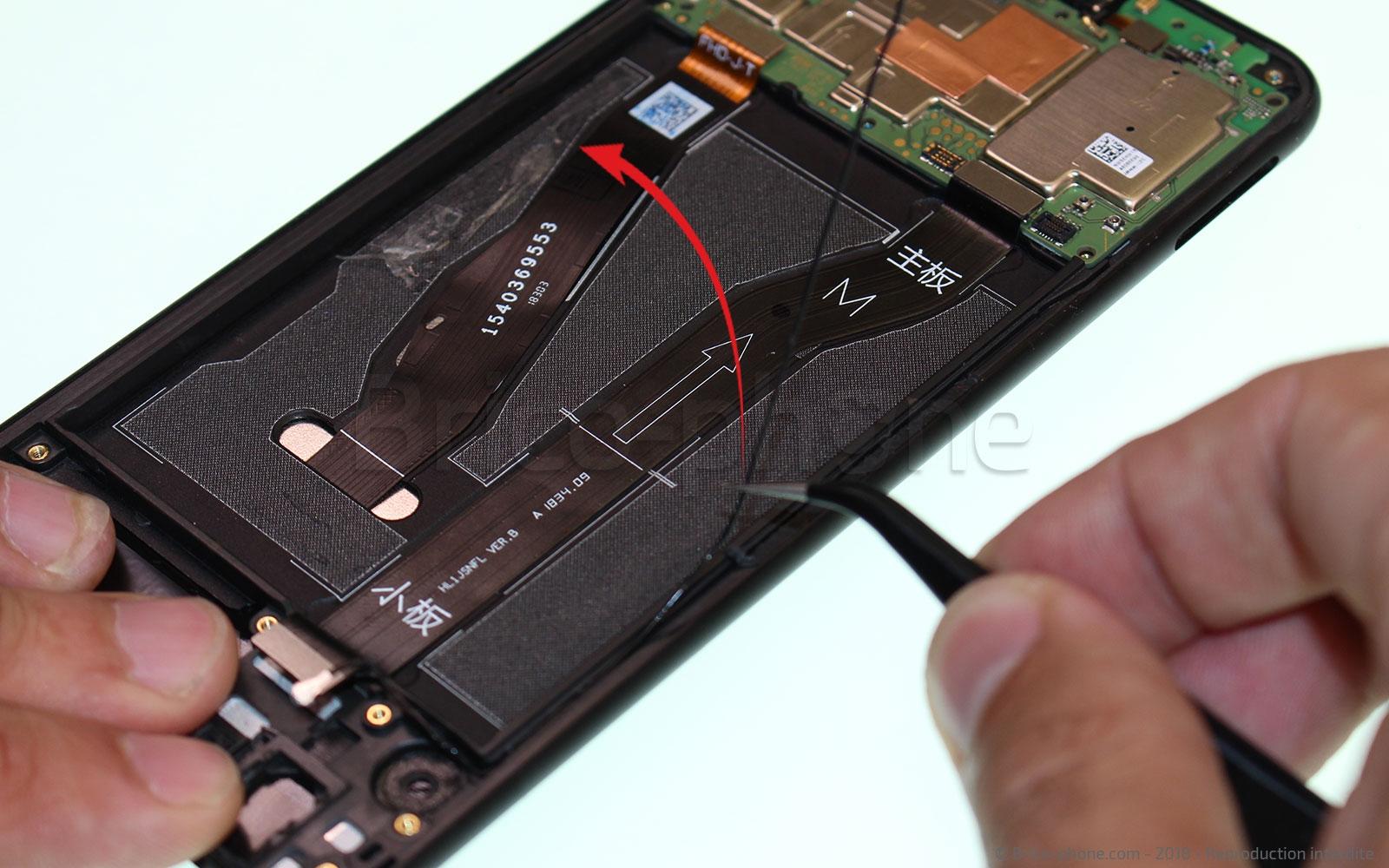Etape 10 : Retirer le câble antenne