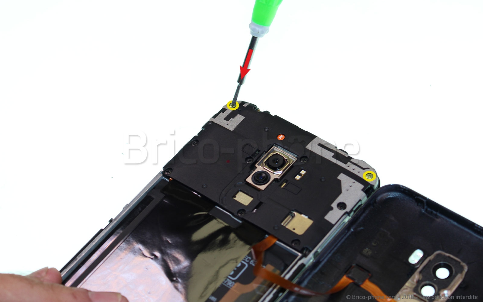 Etape 5 : Dévisserle cache batterie