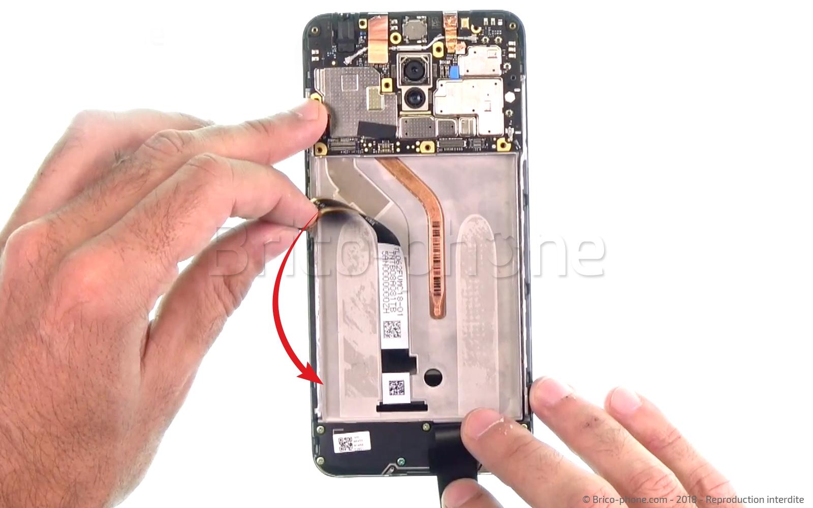 Etape 11 : Décoller la nappe de l'écran