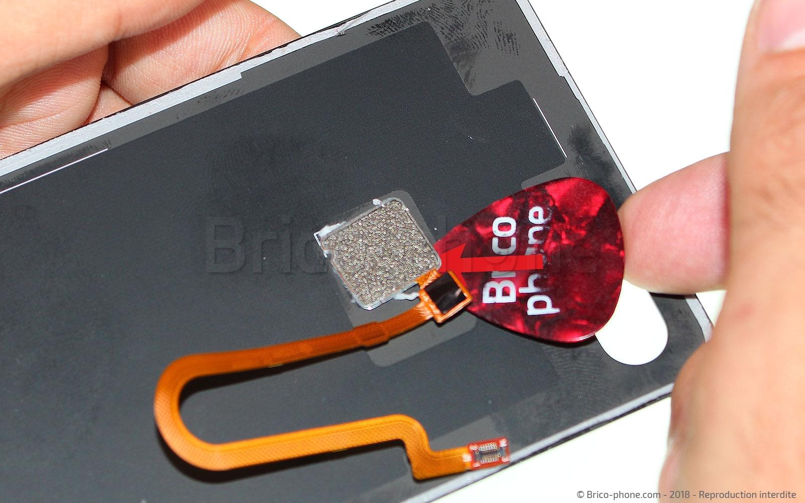 Etape 6 : Remplacer le lecteur d'empreintes