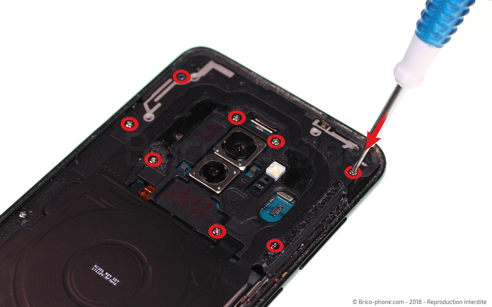 Etape 4 : Dévisser la plaquette du haut de l'appareil