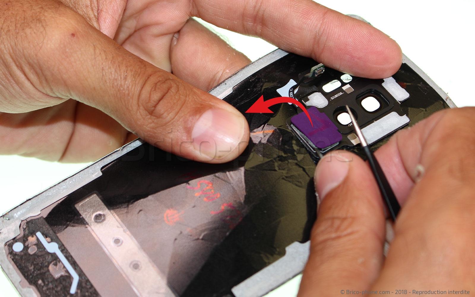 Etape 4 : Retirer le lecteur d'empreintes digitales