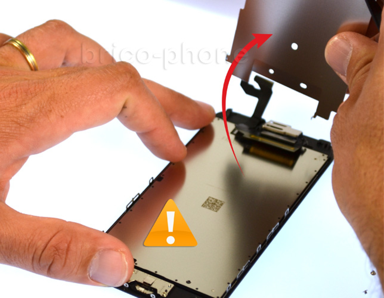 Etape 8 : Récupérer la plaquette métallique du LCD