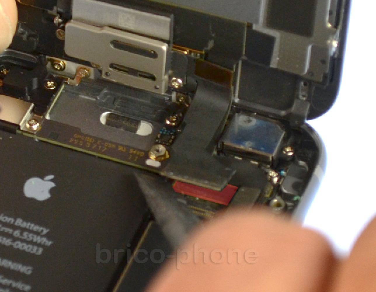 Etape 6 : Retirer le bloc vitre et écran LCD