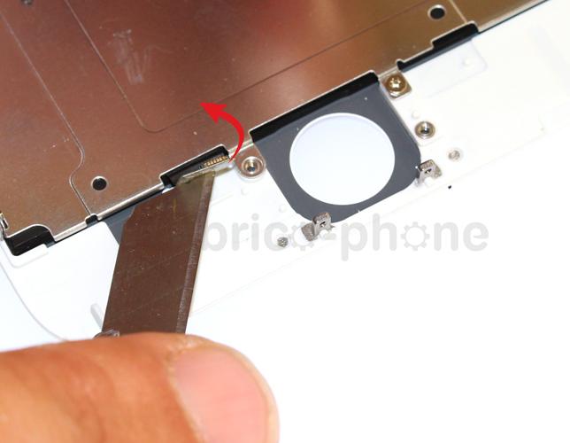 Etape 6b : Retirer la plaquette métallique du LCD