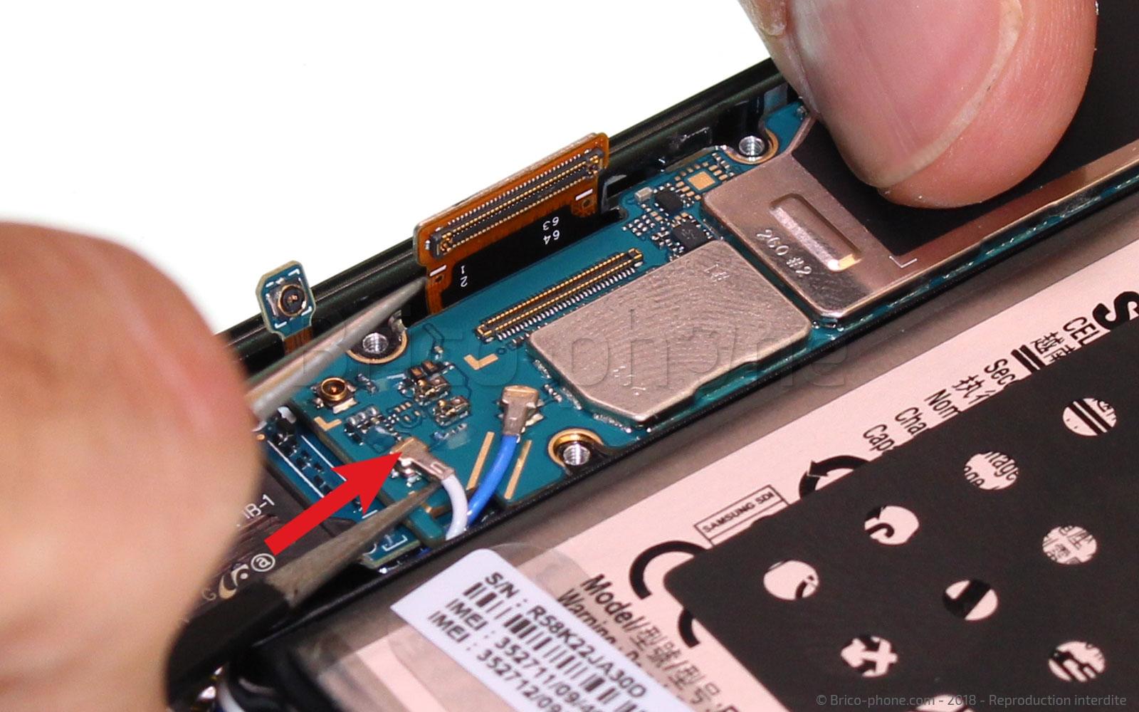 Etape 10 : Libérer les composants reliés à la carte-mère