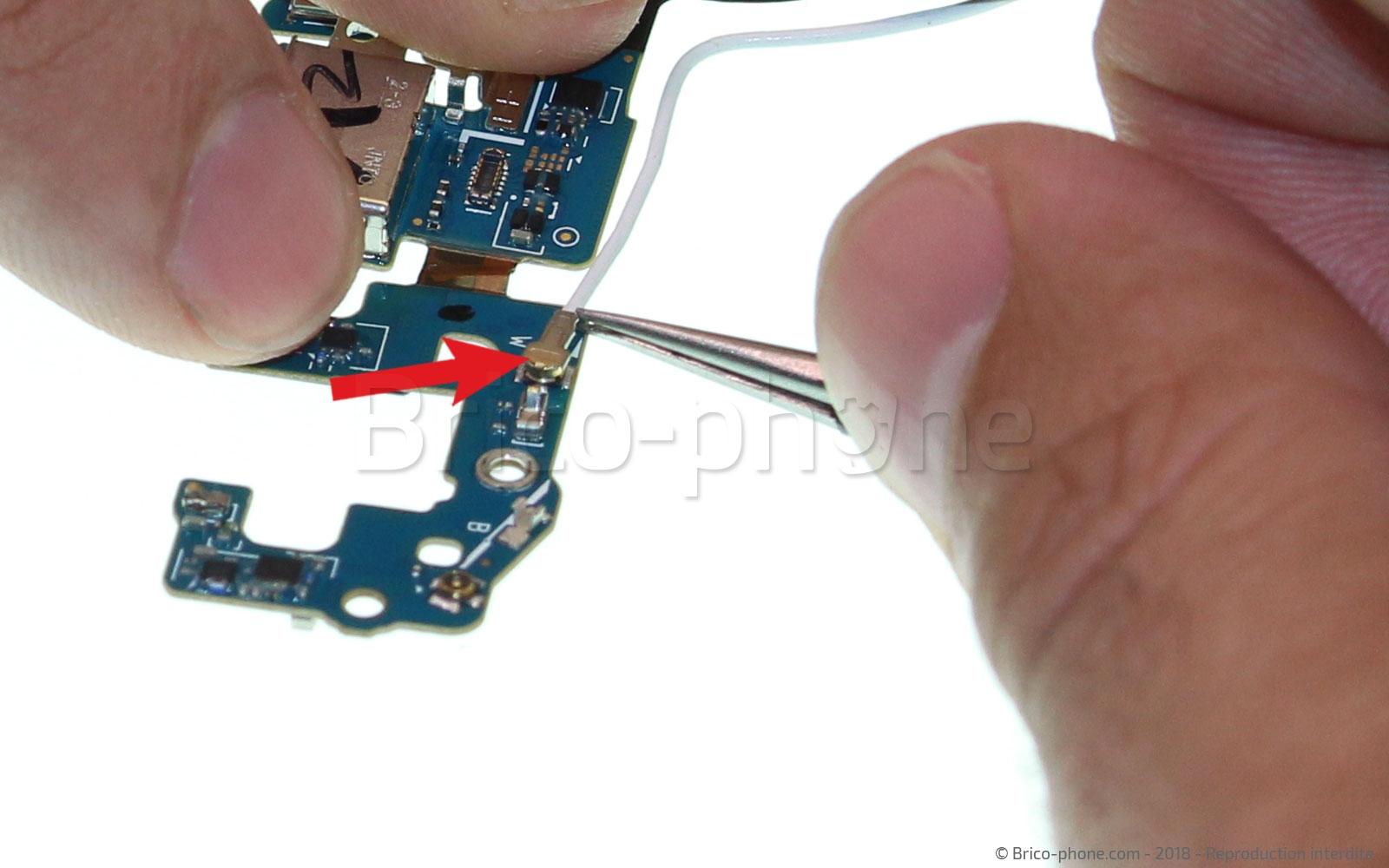 Etape 17 : Retirer les câbles coaxiaux