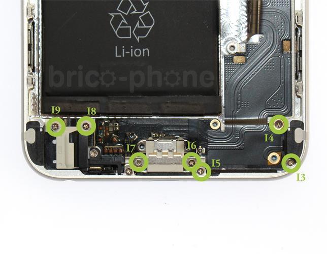 Etape 5d : Retirer la nappe connecteur de charge USB Dock