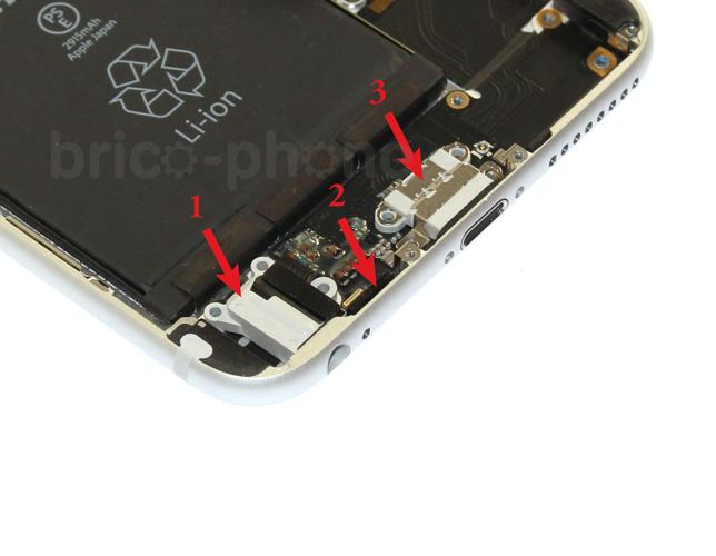 Etape 5e : Retirer la nappe connecteur de charge USB Dock