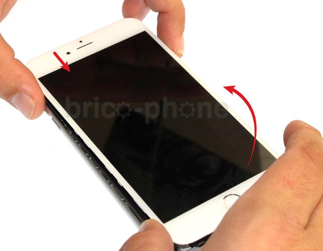 Etape 1f : Soulever le bloc vitre et LCD