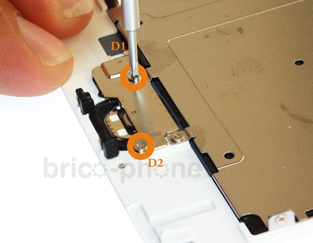 Etape 3a : Retirer la nappe du bouton Home