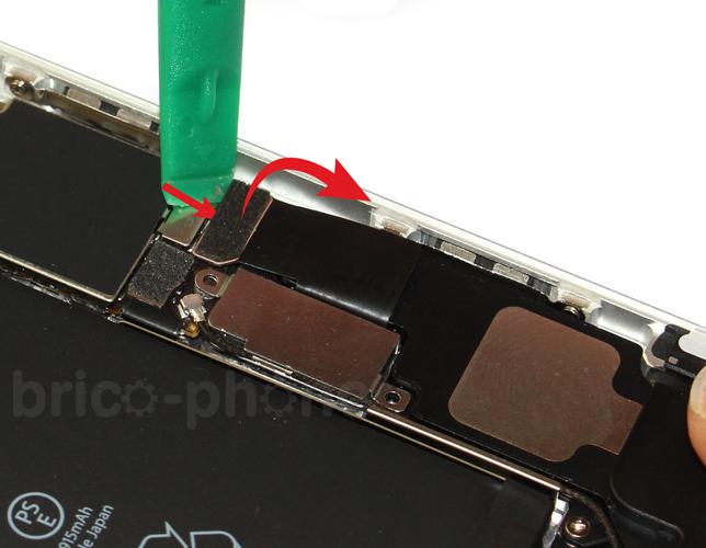Etape 4a : Déconnecter la batterie et la nappe Dock