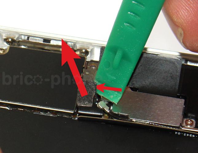 Etape 4b : Déconnecter la batterie et la nappe Dock