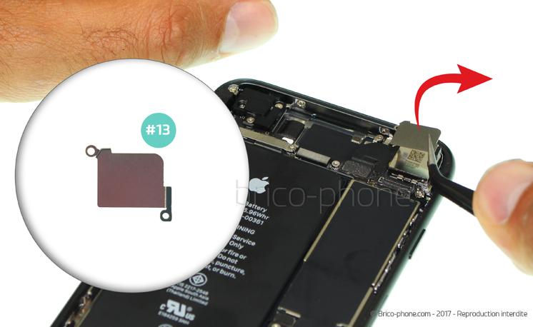 Etape 12 : Retirer la plaquette de la caméra arrière
