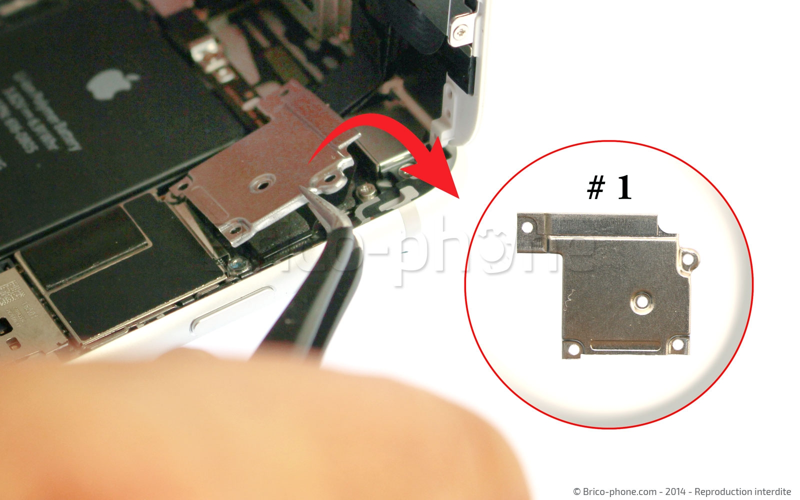Etape 6 : Retirer la plaquette métallique des nappes de l'écran