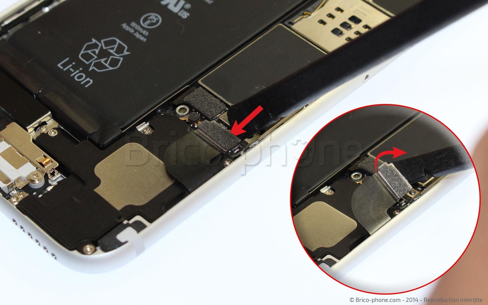 Etape 9 : Déconnecter les nappes de la batterie, Dock et GSM