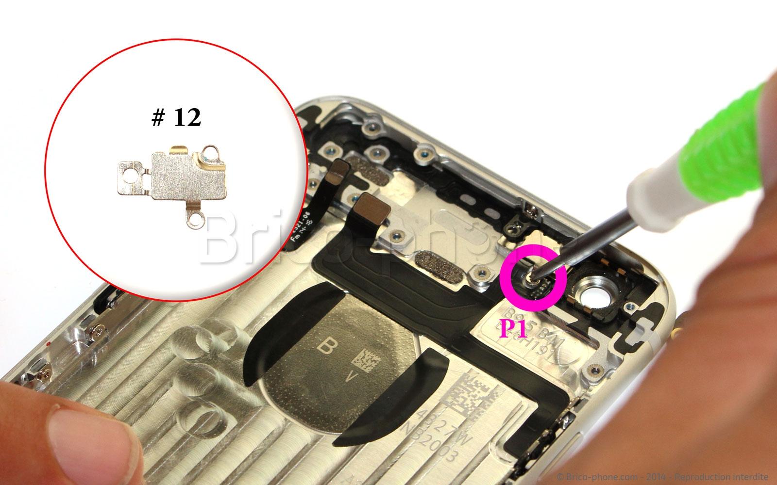 Etape 17 : Dévissez la nappe du bouton Power