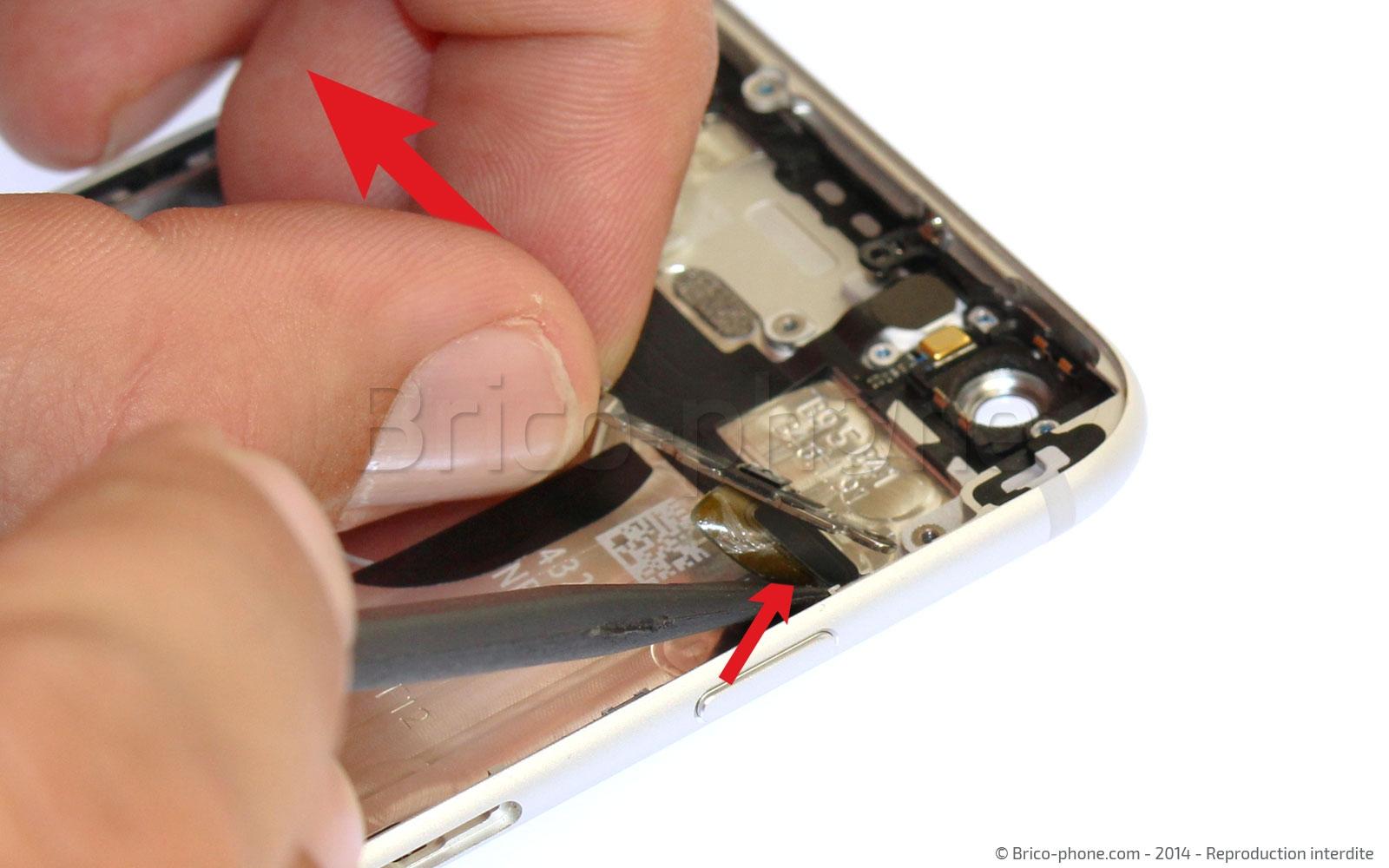 Etape 18 : Retirer la nappe du bouton Power