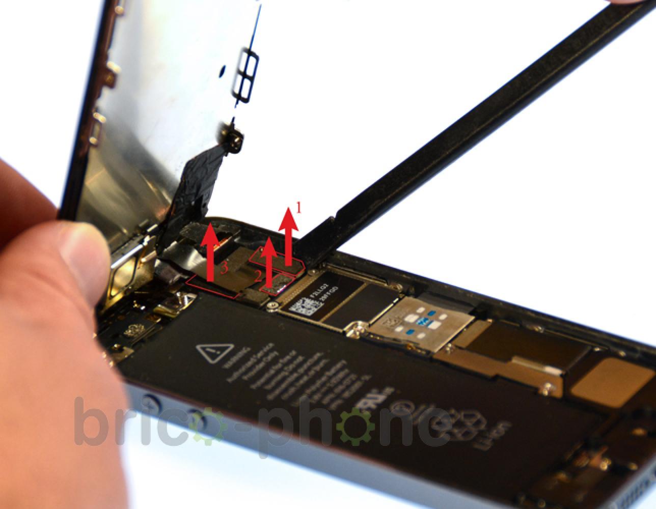 Etape 7 : Déconnecter les nappes LCD, tactile et caméra Facetime