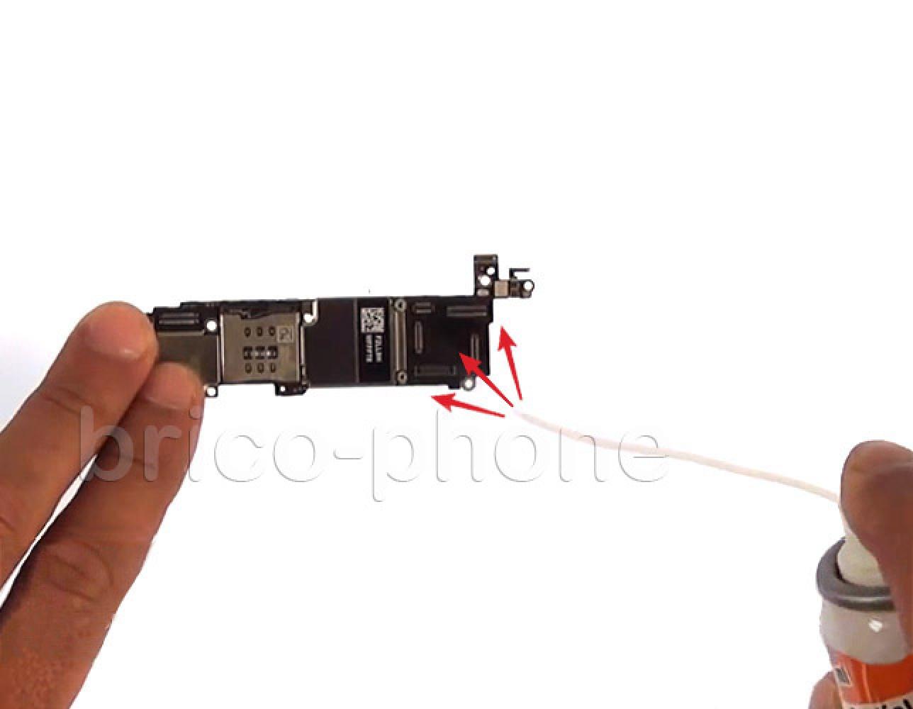 Etape 19 : Nettoyer les connecteurs des nappes