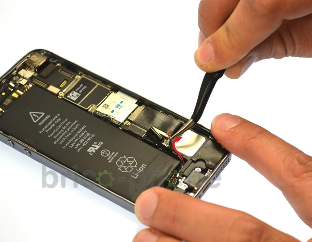 Etape 14 : Déconnecter le câble coaxial GSM