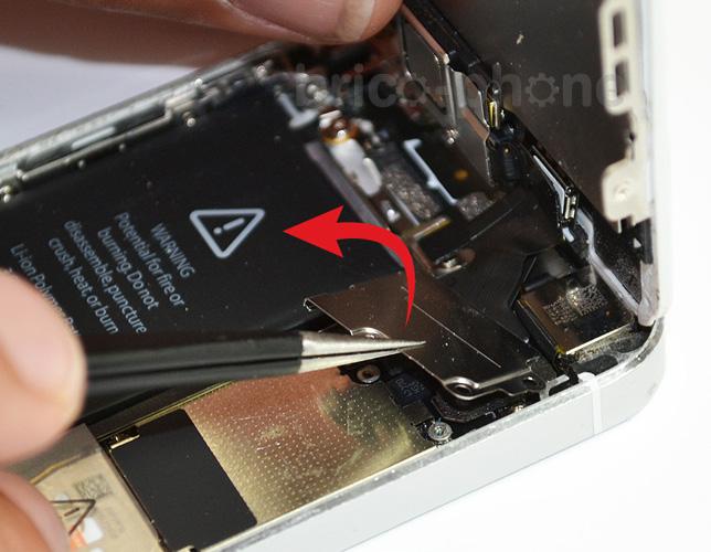 Etape 3b : Déconnecter les nappes de l'écran